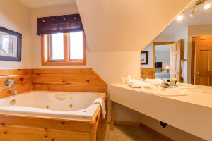bathroom of calabogie lodge suite